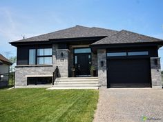 Mirabel (Domaine-Vert Nord) - J'ai vendu! House Siding, House Paint Exterior, Dream House Exterior, Exterior House Colors, Facade House, African House, Model House Plan, Future House, My House