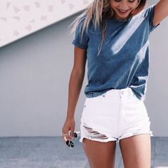 > pinterest: ellemartinez99 < Short Blanco   Remera Azul  Lindo Outfit Veraniego, como para salir a pasear, con amigas etc