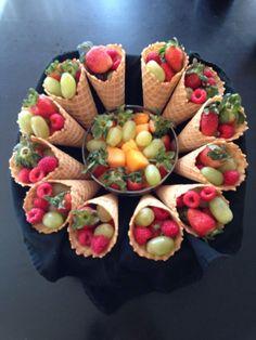 Fun Fruitcopias for Thanksgiving! Fun Fruitcopias for Thanksgiving! Fruit Centerpieces, Fruit Arrangements, Centerpiece Wedding, Table Wedding, Wedding Decoration, Fruit Buffet, Dessert Buffet, Party Buffet, Party Trays