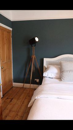 Farrow & Ball Inchyra Blue Source by clairecubbon Decor, Best Bedroom Paint Colors, Farrow And Ball Bedroom, Trendy Bedroom, Room Colors, Inchyra Blue, Blue Bedroom, Blue Kitchen Decor, Room