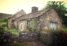 Cottage Living, Cozy Cottage, Cottage Homes, Cottage Style, Irish Cottage, Stone Cottages, Cabins And Cottages, Country Cottages, Old Houses