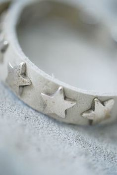 ✯ Wish Upon the Stars ✯ Star Bracelet I See Stars, Look At The Stars, Love Stars, Stars And Moon, Diy Accessoires, Wire Wrapped Bracelet, Star Jewelry, Lucky Star, Twinkle Twinkle Little Star