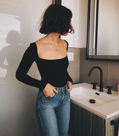 The definite weekly guide to summer outfits. Look no further and get inspired with casual outfits you can wear everyday. Look Fashion, Fashion Beauty, Womens Fashion, Fashion Tips, Fashion Trends, Feminine Fashion, Ladies Fashion, Feminine Style, Fashion 2017