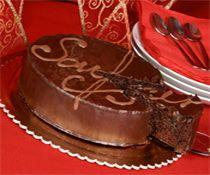 Y hoy, para el postre, acabo de terminar de hacer una Tarta Sacher Viena. Espero que a mi familia le guste :D   http://www.tartasacher.com/TartaSacher/TartaSacherViena/TartaSacherViena.html
