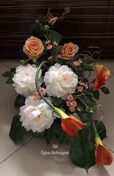 Kompozycja nagrobna wiosna 2019 wyk. Sylwia Wołoszynek Grave Flowers, Funeral Flowers, Deco Floral, Christmas Decorations, Table Decorations, Florists, Center Table, Ikebana, Fresh Flowers