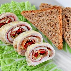 Chicken roulade with ham, cheese and peppers from Zoom Yummy! Recipe with step-by-step pictures! Yummy Drinks, Yummy Food, Delicious Recipes, Chicken Wrap Recipes, Recipe Chicken, Chicken Stuffed Peppers, Chicken Ham, Pepper Chicken, Cooking