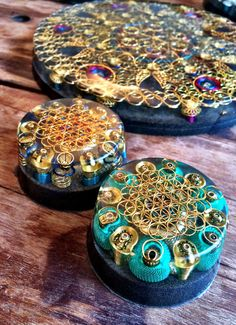 Set of Orgonite generator disc and two guardian models Resin Crafts, Resin Art, Jewelry Crafts, Handmade Jewelry, Diy Crystals, Stones And Crystals, Crystal Grid, Crystal Healing, Jewelry Design