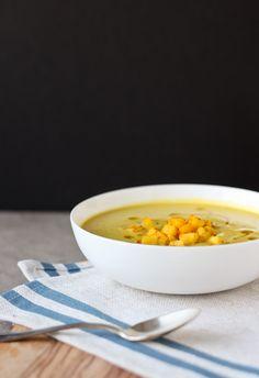 Curried Cream of Cauliflower & Apple Soup | bloggingoverthyme.com