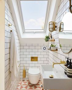 Did you know…the best start to a morning is a bright bathroom space!☀️ Credits to Ash Islan. Did you know…the best start to a morning is a bright bathroom space!☀️ Credits to Ash Island Lofts, Chris Snook and of course the… Sloped Ceiling Bathroom, Small Attic Bathroom, Small Attic Room, Loft Bathroom, Small Attics, Upstairs Bathrooms, Attic Rooms, Bathroom Goals, Bright Bathrooms