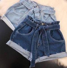 \\. Meninass, olhem esse shorts se não é o mais lindoo 😻😻✨ Shorts Clochard Jeans ✔️😻✨ Passa pro ladinho pra ver mais detalhes 👉🏻🖤 Jean Outfits, Short Outfits, Outfits For Teens, Make Your Own Clothes, Diy Clothes, Clothes For Women, Making Jean Shorts, Diy Jeans To Shorts, Cute Summer Outfits