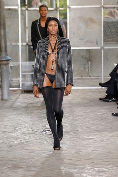 Naomi Campbell défilé Givenchy haute couture, lingerie