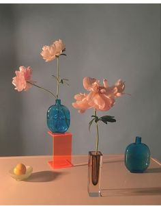 Floral arrangements come to life and inspire design at a. Founded by Doan Ly, a. bio combines the entire art of floral design Still Life Photography, Art Photography, Photography Composition, Emotional Meaning, Performance Artistique, Foto Still, First Art, Oeuvre D'art, Aesthetic Pictures