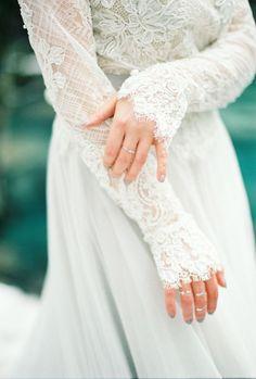 Tendance Robe du mariage 2017/2018  Stunning lace wedding dress: www.stylemepretty Photography: Momento Cativo