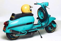 Lambretta with Ancillotti seat and Bell Moto 3 helmet. Vespa Motor Scooters, Lambretta Scooter, Bell Moto, Retro Scooter, Vintage Helmet, Moto Guzzi, Cool Bicycles, Cool Cars, Classic Cars