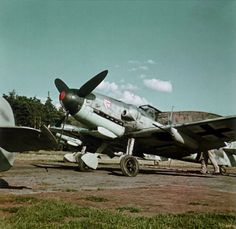 """Messerschmitt Bf 109 G-6 of I./JG 3 in May 1943 with externally-mounted """"gunboat"""" beneath the wings"""