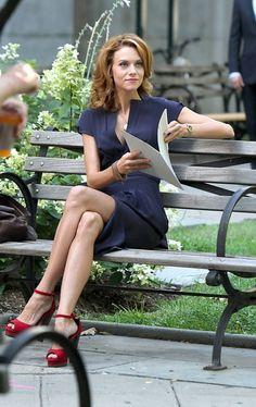 Hilarie burton/ Sarah's wardrobe on White Collar is always perfection! Fashion Song, Love Fashion, Fashion Trends, Hilarie Burton White Collar, Hillary Burton, Beautiful Celebrities, Beautiful Women, Beautiful People, Sara Ellis