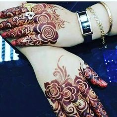 Mehndi is an art where an artist applies various henna tattoos on a girl's hands feet and other body parts. Mehndi Designs for bridals are amazing body art. Latest Arabic Mehndi Designs, Back Hand Mehndi Designs, Modern Mehndi Designs, Mehndi Design Pictures, Mehndi Designs For Fingers, Beautiful Mehndi Design, Bridal Mehndi Designs, Henna Tattoo Designs, Mehndi Images