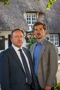 Neil Dudgeon and Gwilym Lee in Midsomer Murders Nick Hendrix, Bbc Tv Shows, Midsomer Murders, Tv Detectives, Hot Band, Queen Band, Murder Mysteries, Film Serie, Agatha Christie