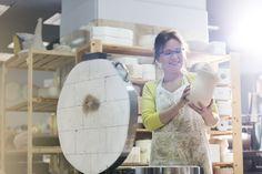 Seleccione el patrón de punto que cualquiera debería aprender CrochetBeja Pottery Kiln, Pottery Tools, Glazes For Pottery, Pottery Vase, Ceramic Pottery, Pottery Ideas, Pottery Workshop, Pottery Studio, Mosaics