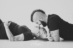 sesión de fotos de embarazo y mascotas en estudio en barcelona Fotógrafo de embarazo en Barcelona |sesión de embarazo en estudio| Studio photography | 274km gala martínez barcelona, hospitalet, estudi, embaràs, pregnancy, maternity, maternidad, fotografía, photography, belly, expecting, esperando, family, familia,