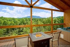 Love Me Tender Holiday home Gatlinburg (Tennessee) Love Me Tender Holiday home offers accommodation in Zion Grove. The unit is 8 km from Gatlinburg.  Towels and bed linen are provided in this apartment. There is a private bathroom with a bath or shower.