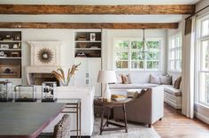 Midcentury Colonial Home-Marie Flanigan Interiors-03-1 Kindesign