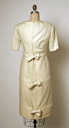 Ensemble.  House of Balenciaga (French, founded 1937).  Designer: Cristobal Balenciaga (Spanish, 1895–1972). Date: 1957. Culture: French. Medium: linen. Dimensions: Length (a): 42 1/2 in. (108 cm). Length (b): 14 in. (35.6 cm).