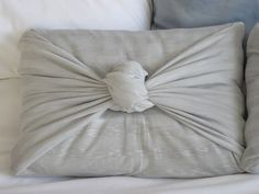 no sew pillow cover- I think I clould do this with an old t-shirt