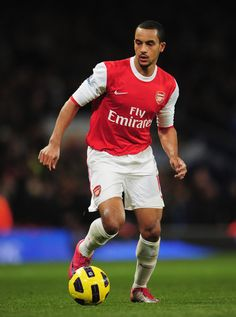 Theo Walcott of Arsenal in action during the Barclays Premier League match between Arsenal and Chelsea at the Emirates Stadium on December 27, 2010 in London, England.