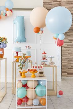All the gender neutral party ideas you need for your boy party or girl party. 1st Birthday Themes, Baby Boy Birthday, Boy Birthday Parties, Birthday Party Decorations, Race Car Birthday, Free Party Invitations, Festa Party, Party Time, Baby Party