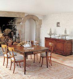 Elegante Ausstattung im Esszimmer mit rustikalen Möbeln  - #Esszimmer