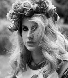 b&w, beautiful, black and white, blonde, cool, cute, del, fashion, flores, flowers, girl, hair, hot, lana, lana del ray, linda, love, model, nature, perfeita, photo, photography, preto e branco, pretty, ray, sexy, style, summer, vintage