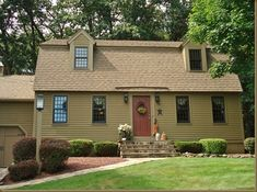primitive homes with tobacco cloth curtains Colonial House Exteriors, Colonial Exterior, House Paint Exterior, Exterior House Colors, Colonial Architecture, Exterior Homes, Siding Colors, Saltbox Houses, Old Houses