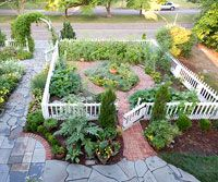 Colonial-Style Cottage Garden | Homemaking // Landscaping ...
