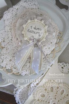 Így készíts szülinapi kitűzőt! - PURE DESIGN Diy Birthday, Sewing Projects, Pure Products, Crochet, Blog, Design, Ganchillo, Blogging