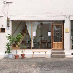 New coffee shop door design store fronts ideas Cafe Exterior, Exterior Design, Interior And Exterior, Cafe Shop Design, Cafe Interior Design, Café Restaurant, Restaurant Design, Modern Restaurant, Korean Coffee Shop