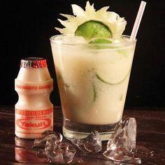 Caipirinha! Bebida que leva a mistura de Vodka, limão, açúcar e gelo, agora pode ser apreciada também com outras receitas! Prepare um drink para os amigos