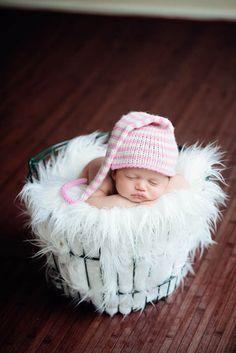 Best Newborn shooting tutorial i've seen. Tutorial: Photographing Newborns « Kelli Nicole Photography – Houston Photographer