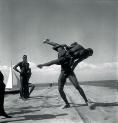 Pierre Vérger encontra a Cultura Africana na Bahia e se transforma em Babalaô, ( Lider Espiritual do Candomblé)  sob a Regencia de Yfá. Assim Pierre Verger se torna Fatumbi - o fotógrafo da alma negra.