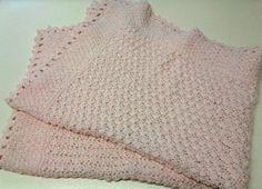 Una vetrina di fantastici lavori a maglia, lana, cotone e uncinetto per stimolare gli appassionati, gli intenditori, e le vere esperte del cucito. Copertina in lana