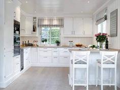 White Wood Kitchens, Modern Farmhouse Kitchens, Home Kitchens, Kitchen Room Design, Home Decor Kitchen, Interior Design Living Room, Kitchen Benches, Diy Kitchen Storage, Küchen Design