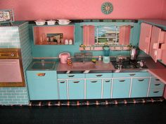 vintage dollhouse kitchen - very similar to the one I have - mine has a green & copper colors. Mini Kitchen, Toy Kitchen, Vintage Kitchen, Kitchen Cupboards, Miniature Rooms, Miniature Kitchen, Vintage Dollhouse, Vintage Dolls, Dollhouse Design