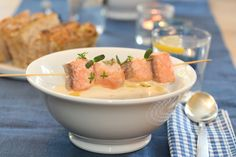 celery root, potato and spring onion soup with grilled salmon (recipe in norwegian)