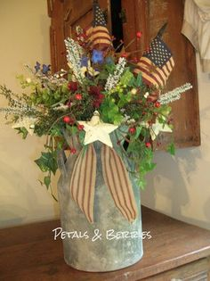 COUNTRY SUMMER AMERICANA,PATRIOTIC PRIMITIVE ARRANGEMENT, FLAGS, WREATHS