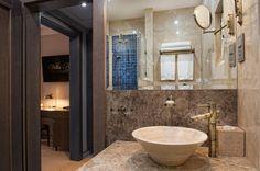 Marble bathroom in Deluxe room