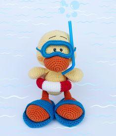 Crochet duck diver. Duck crochet pattern. Amigurumi duck pattern #crochetpattern #crochetduckpattern #babyduck #juliotoys #amigurumiduck #handmadeduck #duck #crochetduck