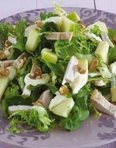 Ensalada de pollo con vinagreta de yogur y nueces http://www.pinterest.com/carmensolazsanz/ensaladas-picadillo-y-salpicones/