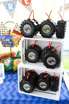 34 Ideas car and truck birthday party ideas hot wheels for 2019 Hot Wheels Party, Hot Wheels Birthday, Race Car Birthday, Race Car Party, Cars Birthday Parties, Cake Birthday, Car Themed Birthday Party, Race Cars, Hot Wheels Cake