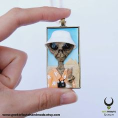 Tourist alien wishes you a happy Sunday!  . #geektributehandmade