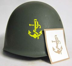 Italian Navy helmet stencil. This stencil was used prior to WW2, during WW2 and after WW2. There were numerous variations including hand painted ones. There were no transfers used they were all painted.   Casco italiano stencil Marina. Questo stencil è stato utilizzato prima WW2, durante e dopo la WW2 WW2. Ci sono state numerose varianti, tra cui quelli dipinti a mano. Non ci sono stati trasferimenti utilizzati erano tutti dipinti.  www.warhats.com